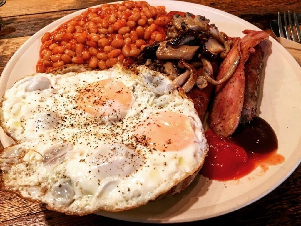 fried eggs, sausages and mushrooms