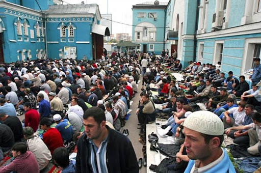 Muslim-friendly guide to Moscow muslims praying