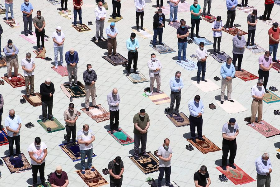 Muslims praying in Istanbul mosques reopen under Covid-19 restrictions