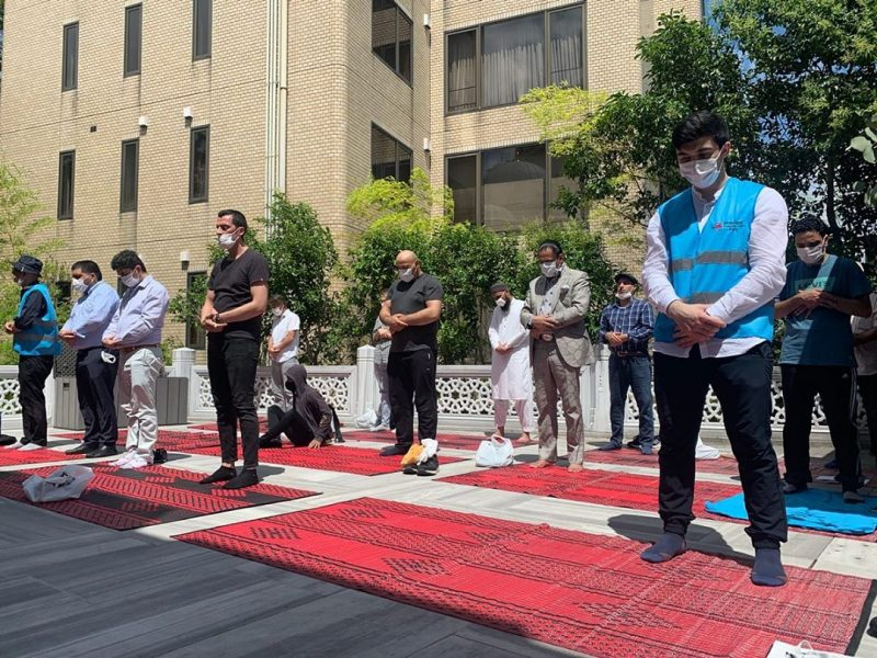 muslims praying outdoors in tokyo wearing face masks mosques reopen under Covid-19 restrictions